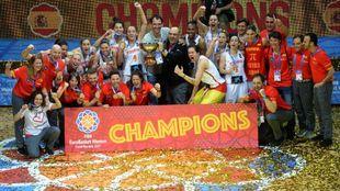 La selección femenina de baloncesto celebra el oro en el Eurobasket