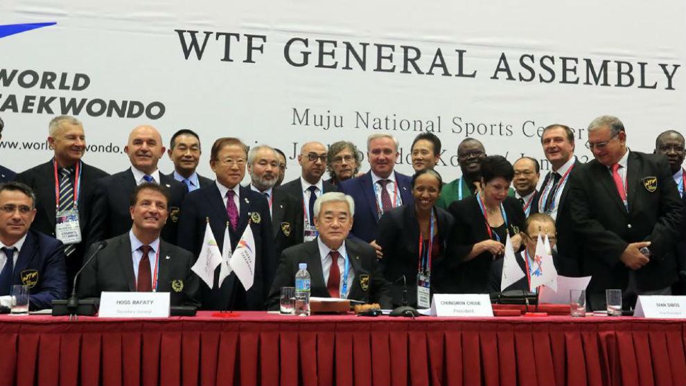 Imagen de la Asamblea General en la que se decidió el cambio de...