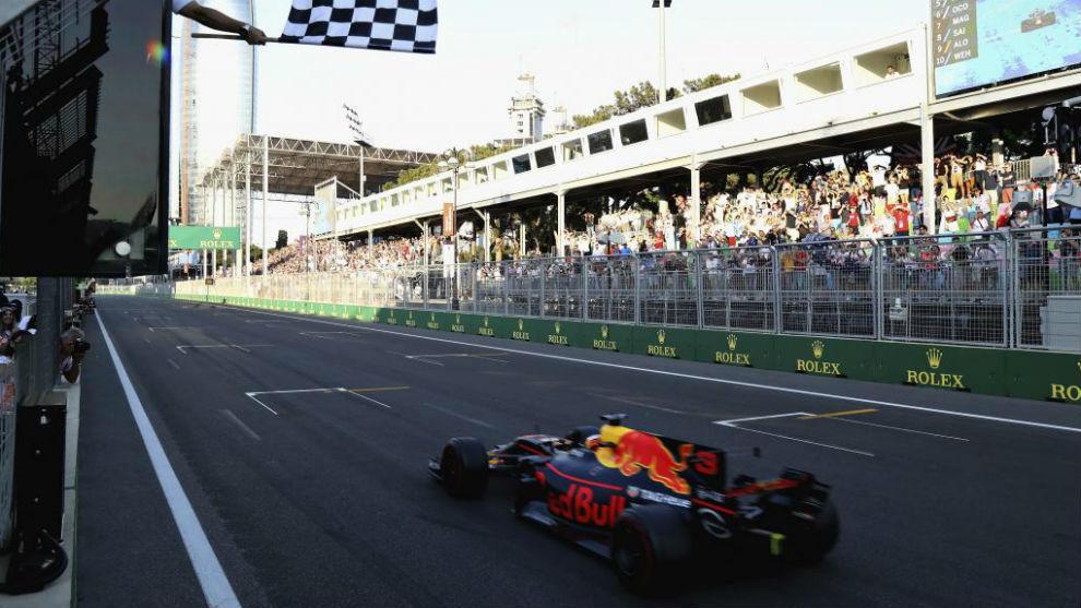 Ricciardo, cruzando la línea de meta