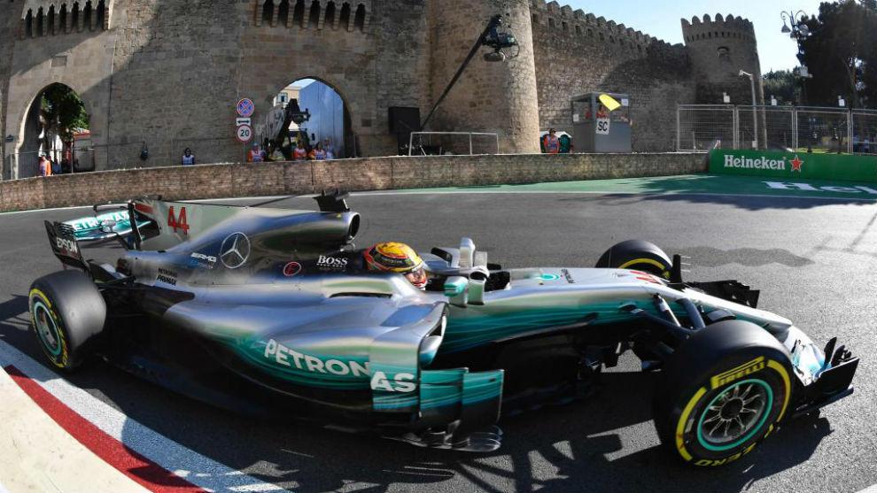 Lewis Hamilton, durante la carrera en Bakú