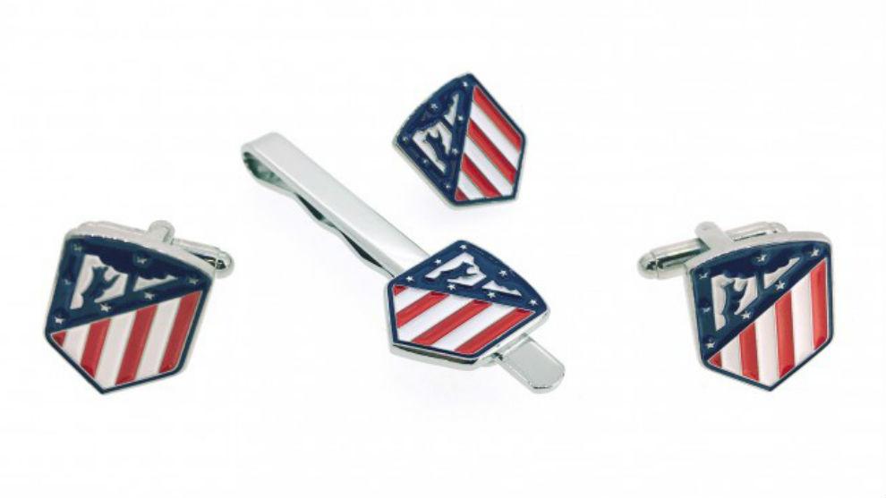 Pines a la venta en Internet con el nuevo escudo del Atlético. a041f84d4c83a