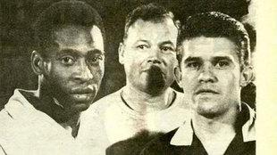 Pelé y Velázquez, el día en que el árbitro expulsó al brasileño.