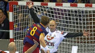 Víctor Tomás lanza ante el 'Quillo' Sierra en un partido...