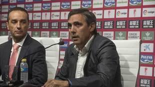 Manuel Salvador, durante la presentación de Oltra como nuevo...