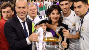 Zidane, junto a su familia tras ganar la Duod�cima