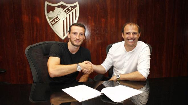 Paul Baysse, en el momento de la firma del contrato.