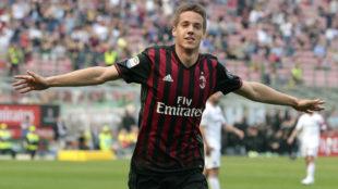 Mario Pasalic, celebrando un gol con el Milan