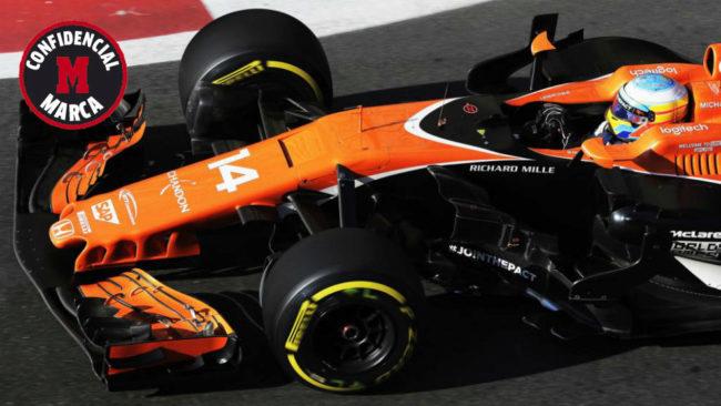 Fernando Alonso pilota su MCL32 en el GP de Azerbaiyán.