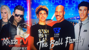La familia Ball en el 'Monday Night Raw