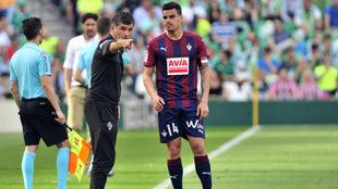 Dani García recibe instrucciones de Mendilibar