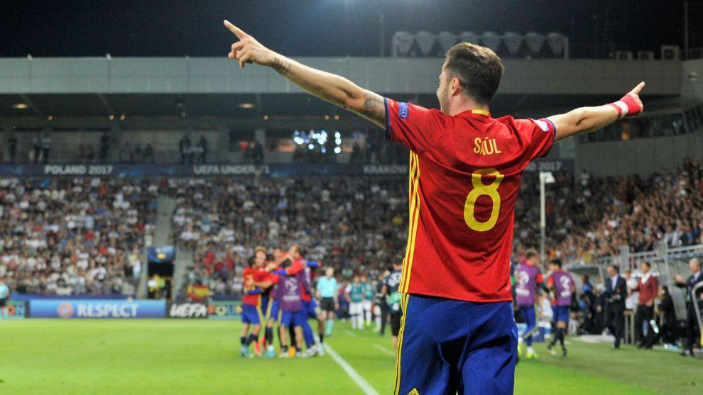 Saúl Ñíguez, celebra tras marcar tres goles el pasa a la final de...