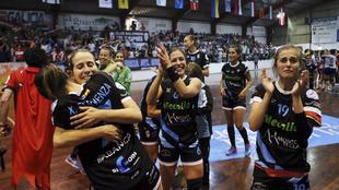 Las jugadores del Atlético Guardés celebran el título de Liga