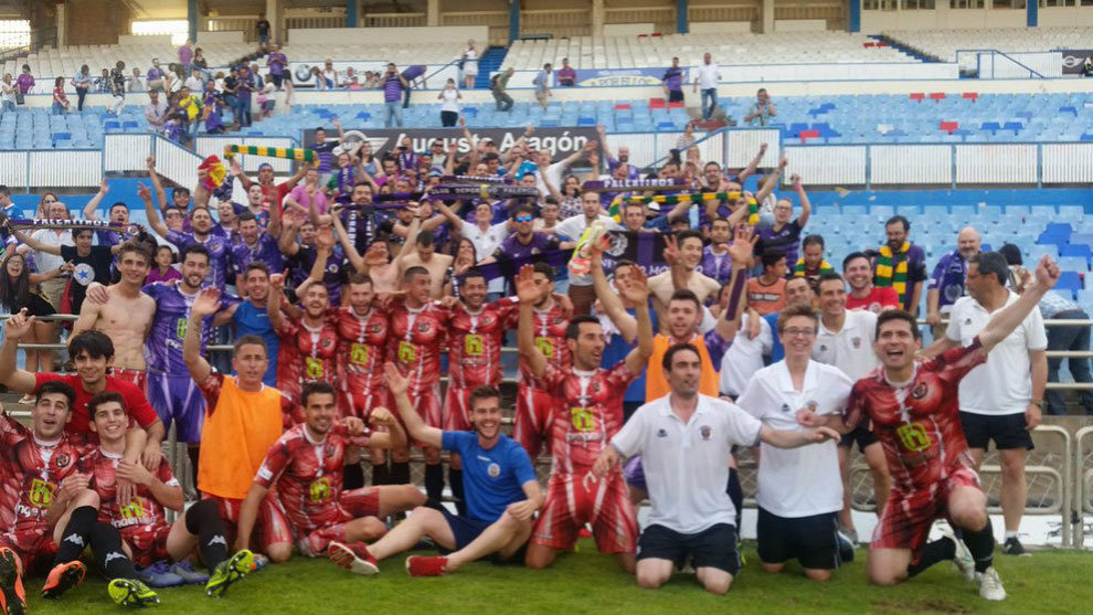 El Palencia celebra su ascenso a Segunda B el año pasado
