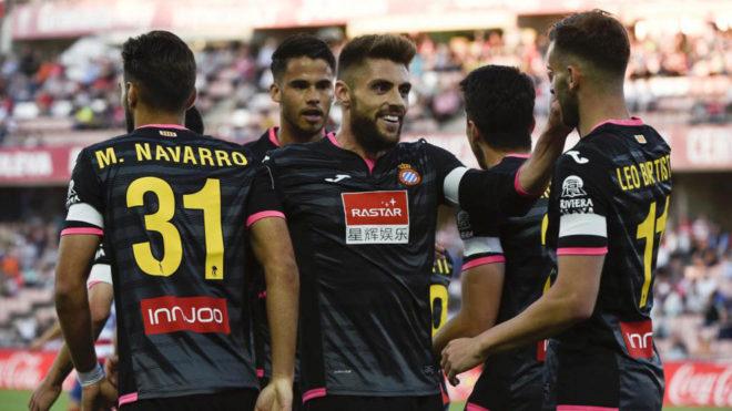Los jugadores del Espanyol celebran un gol en Granada.