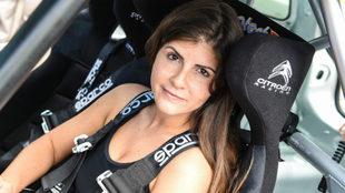 Emma Falcón, al volante del DS3 R3T que estrenó en 2016.