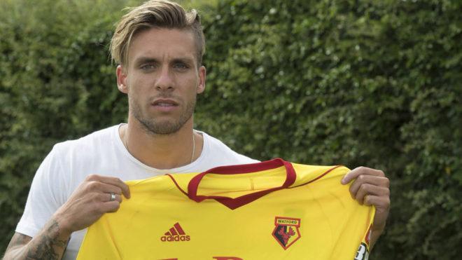 El lateral español ya posa con la camiseta del conjunto inglés
