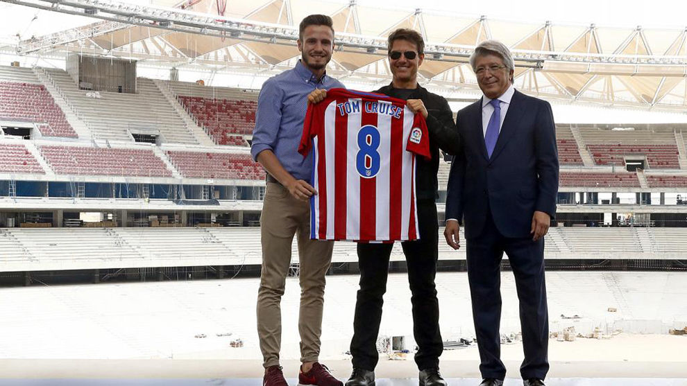 Saúl, con el actor Tom Cruise y el presidente Cerezo en la visita al...