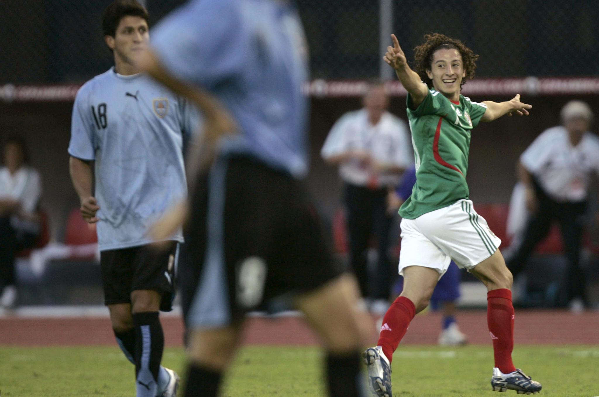 Andrés Guardado festeja su gol ante Uruguay en la Copa América 2007.