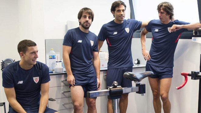 Los jugadores del Athletic, durante las pruebas médicas.