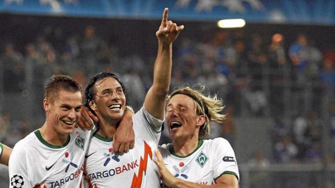 Pizarro celebra un gol con el Werder Bremen.