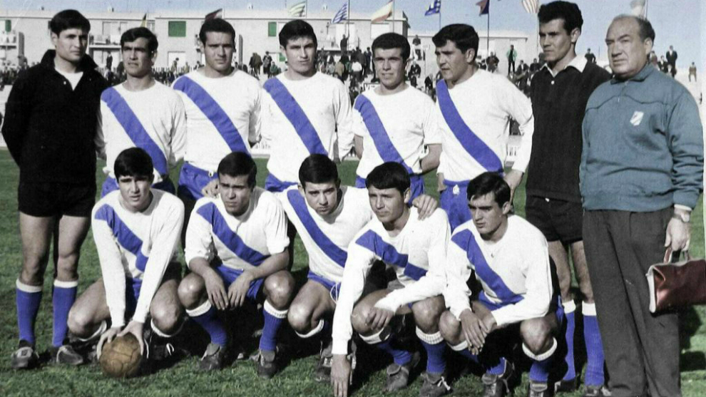 Una de las plantillas del Atlético Onubense durante su época dorada.