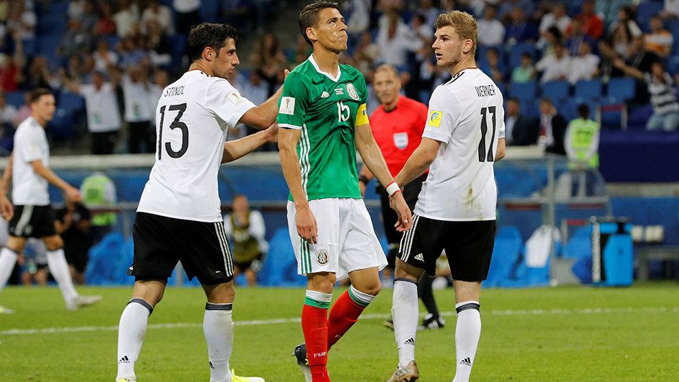 Stilndl, Werner y Moreno durante las semifinales de la Copa...