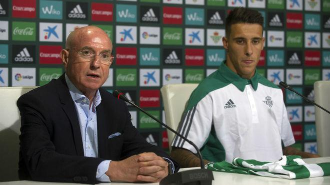 Serra Ferrer, junto a Cristian Tello