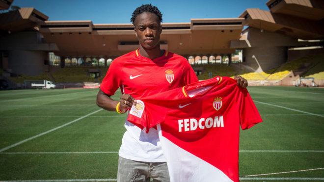 Kongolo posa con la camiseta del Mónaco.