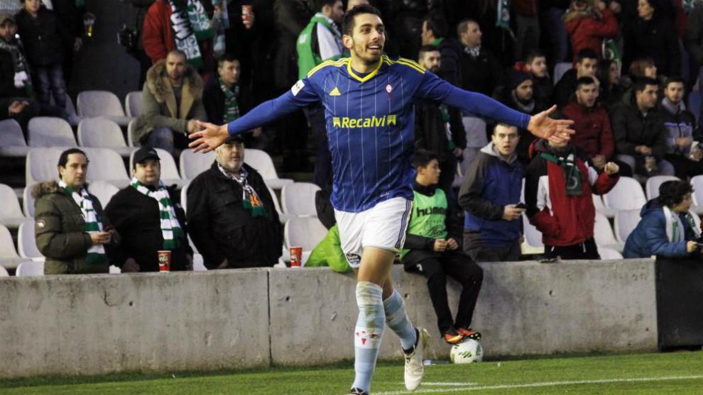 Borja Iglesias celebra un gol con el filial del Celta.