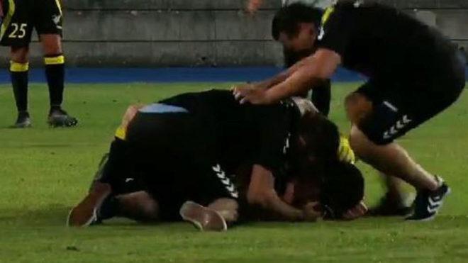 Los jugadores del Progrès Niederkorn celebran uno de los goles