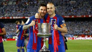 Iniesta y Messi celebran la �ltima Copa del Rey.
