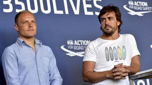 Valtteri Bottas y Fernando Alonso en una conferencia este mi�rcoles...
