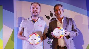 Carlos García Cobaleda, presidente de Kelme, y Javier Lozano,...