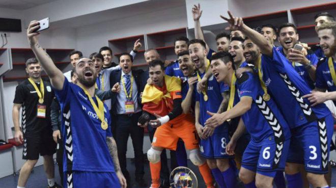 Los jugadores del Movistar Inter celebran la UEFA Futsal Cup ganada en...