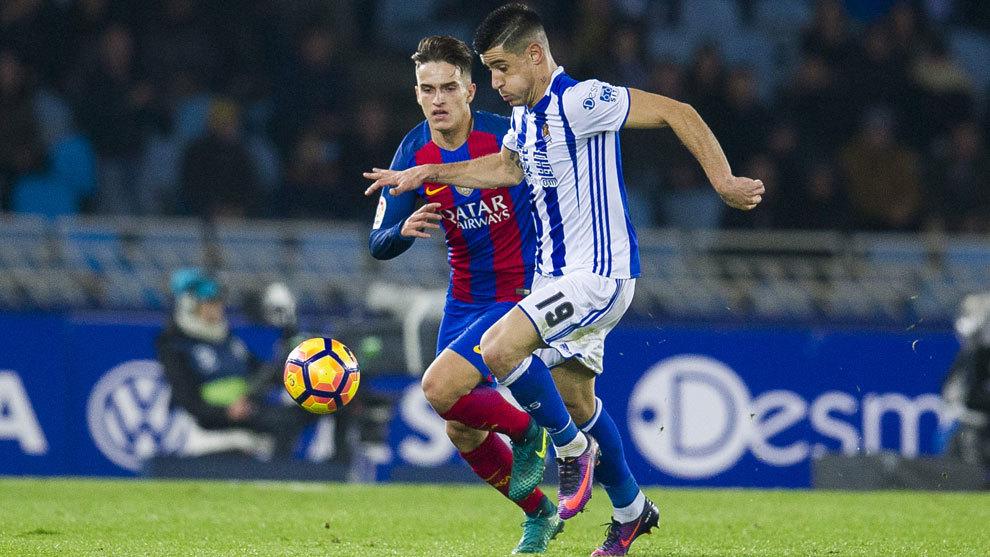 Berchiche (27), disputa un balón con Denis Suárez, mediapunta del...
