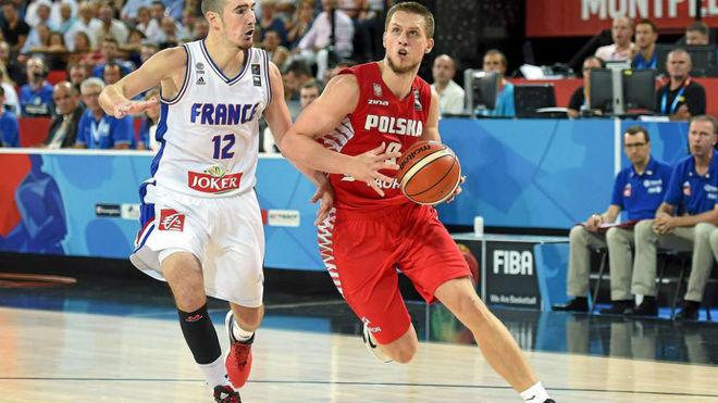 Ponitka jugando el Eurobasket 2015 con la selección de Polonia