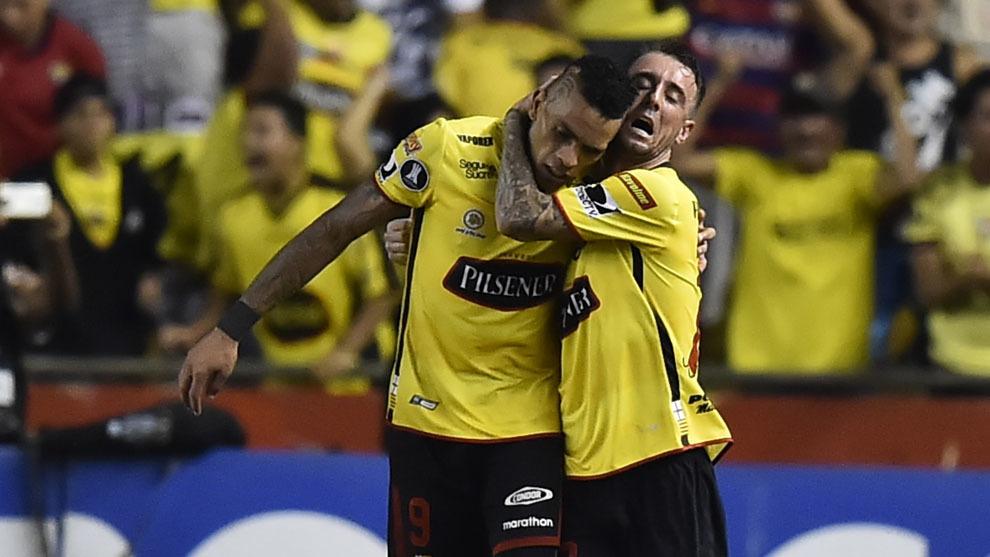 Alvez celebra el gol en el descuento.