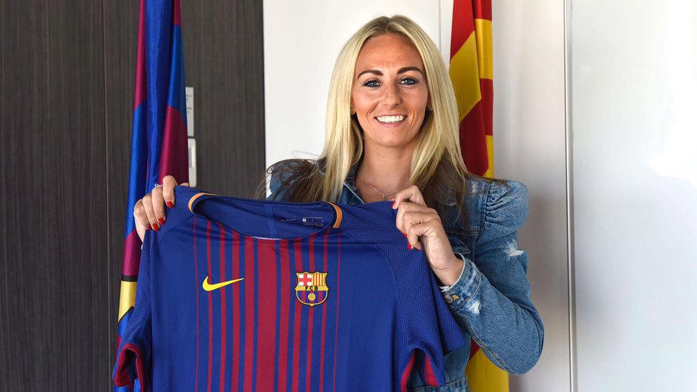 Toni Duggan (25) posa con la camiseta del Barcelona Femenino