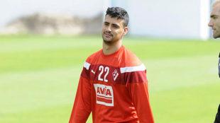 Nano Mesa (22), en un entrenamiento con el Eibar.