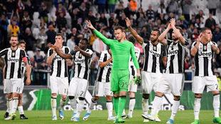 Neto, de verde, celebra una victoria con la Juve en la Serie A.