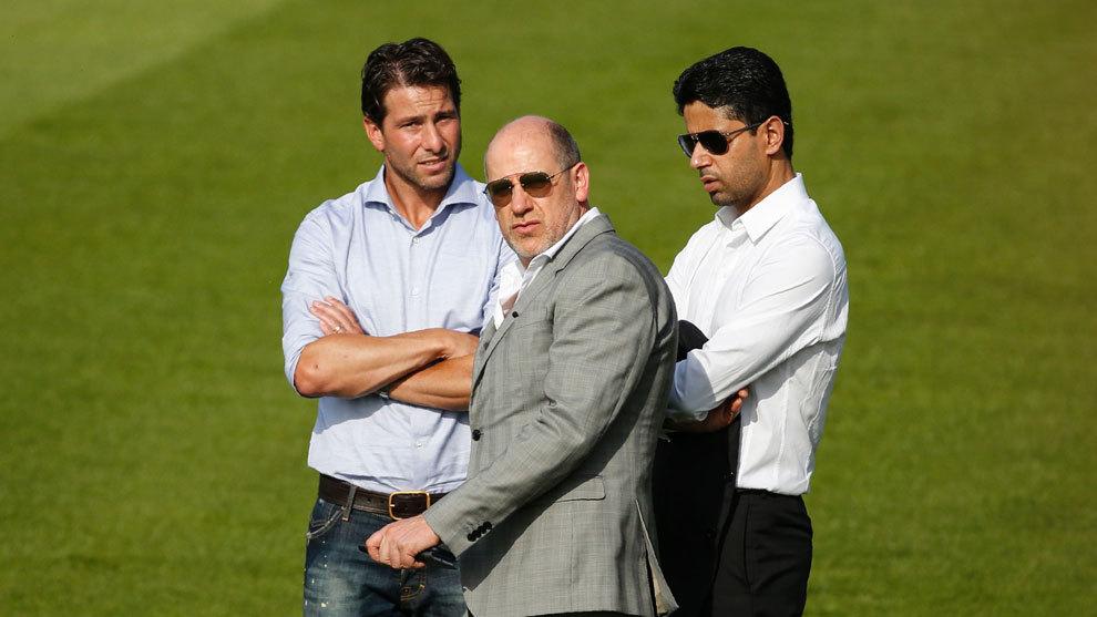 El exjugador Maxwell (izq.), Antero Henrique y Nasser Al-Khelaïfi,...