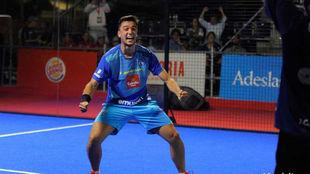 Ale Galán celebra la victoria ante Navarro y Gutiérrez.