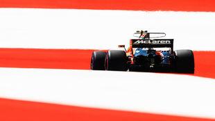 Un McLaren Honda rueda en el Red Bull Ring de Spielberg.