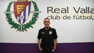 Nacho (28) posa tras ser presentado como nuevo jugador del Valladolid