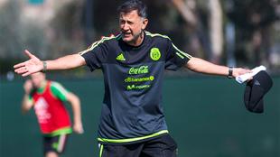 Juan Carlos Osorio durante un entrenamiento de la selección mexicana.