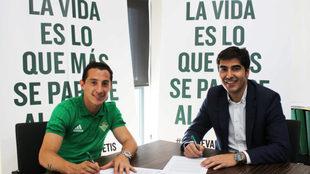 Guardado en la firma de su nuevo contrato.