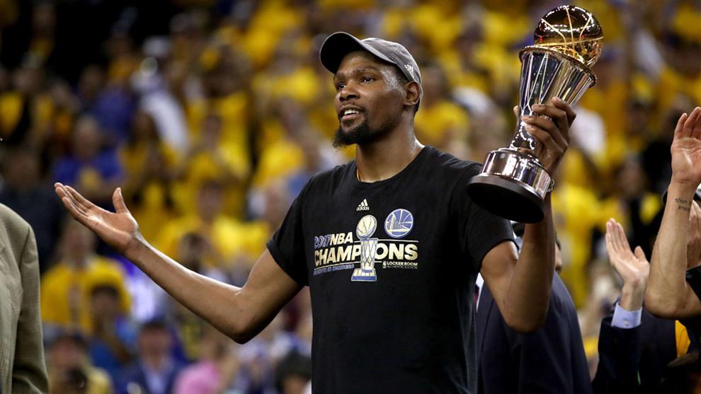 Durant celebra la consecución del anillo de la NBA de 2017.