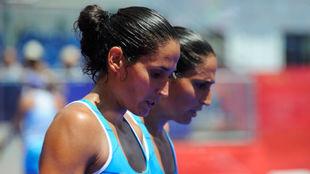 Las gemelas Sánchez Alayeto durante un partido en Mijas.