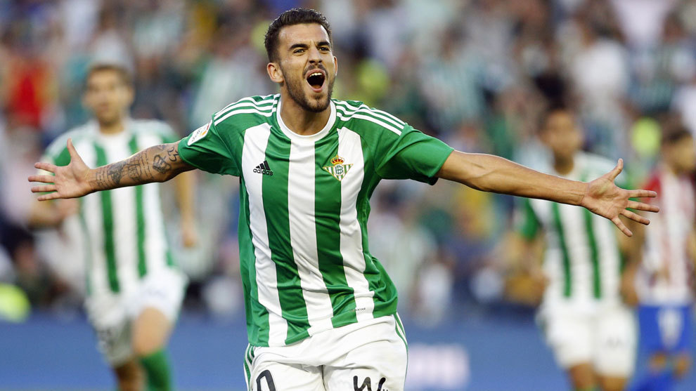 Ceballos celebra un gol con el Betis
