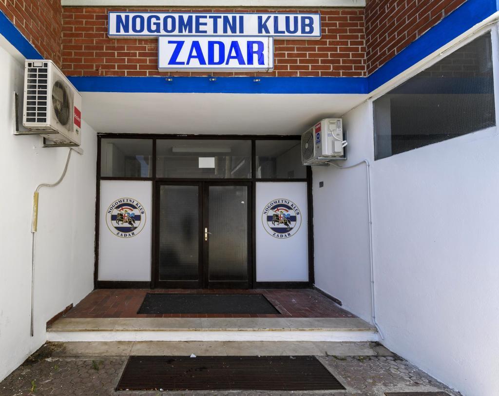 Entrada al estadio del Zadar, el